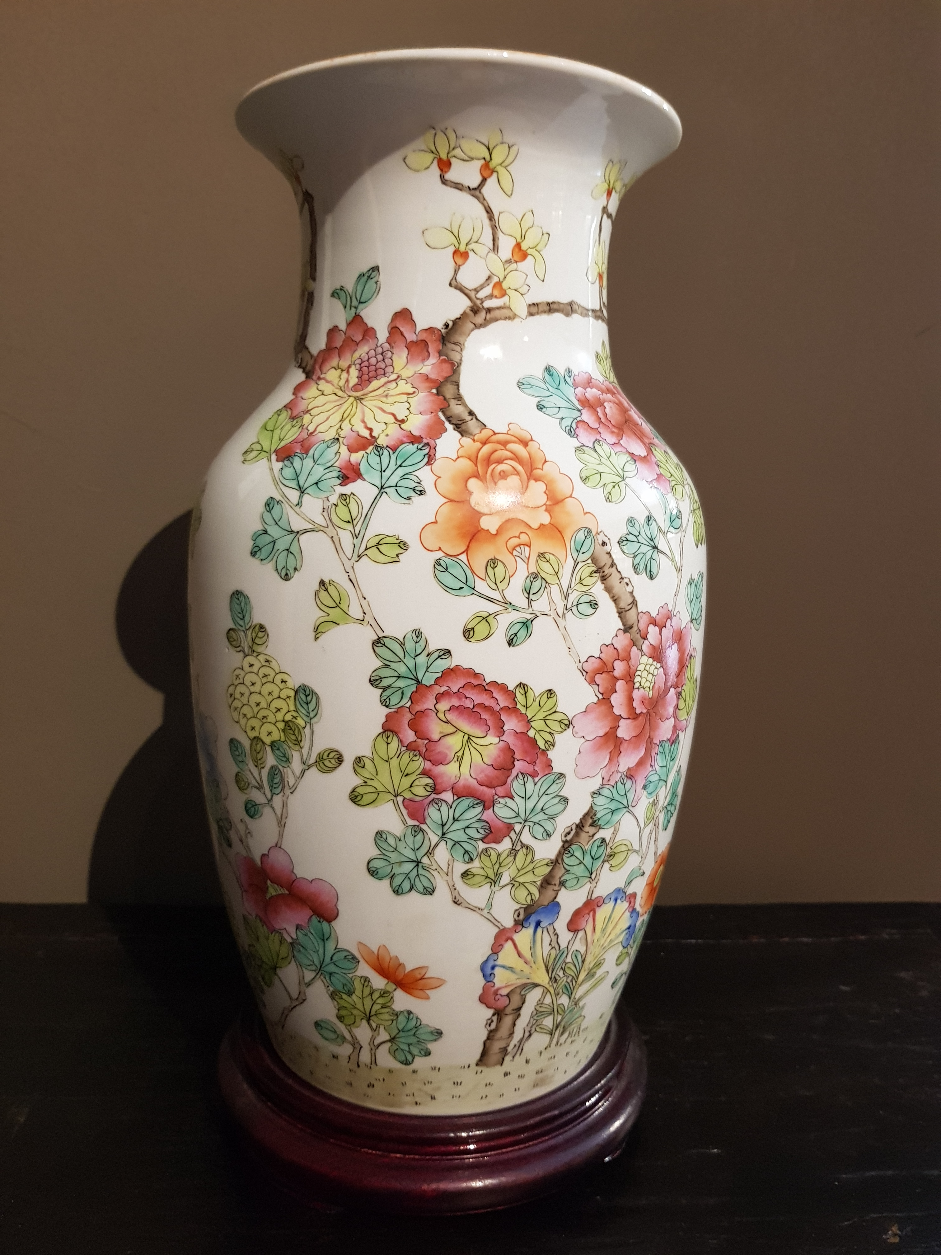 Vase en porcelaine de Chine - Famille Rose - 19/20ème. Image