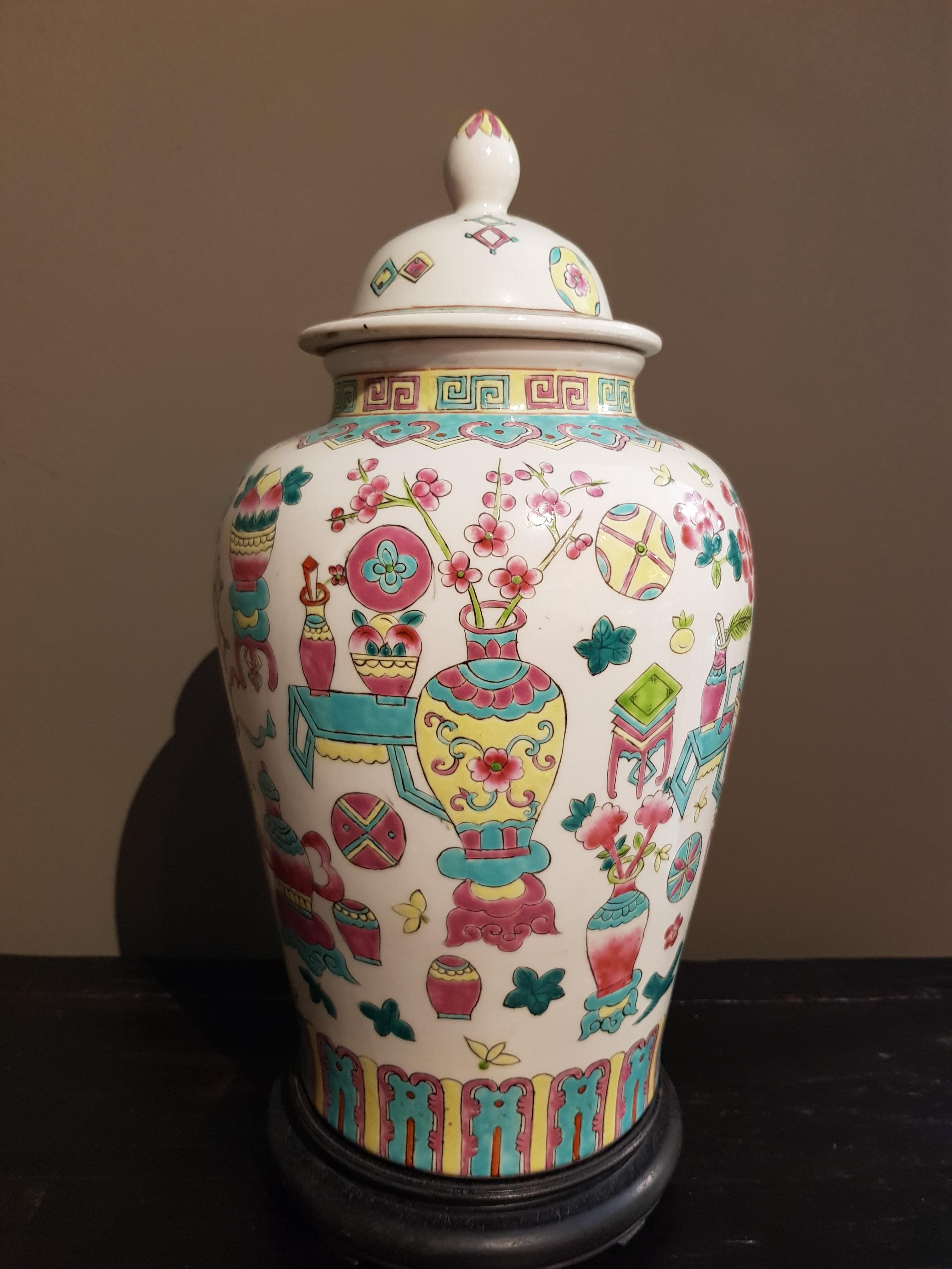 Potiche couverte en Porcelaine de Chine - Famille Rose - 19ème. Image