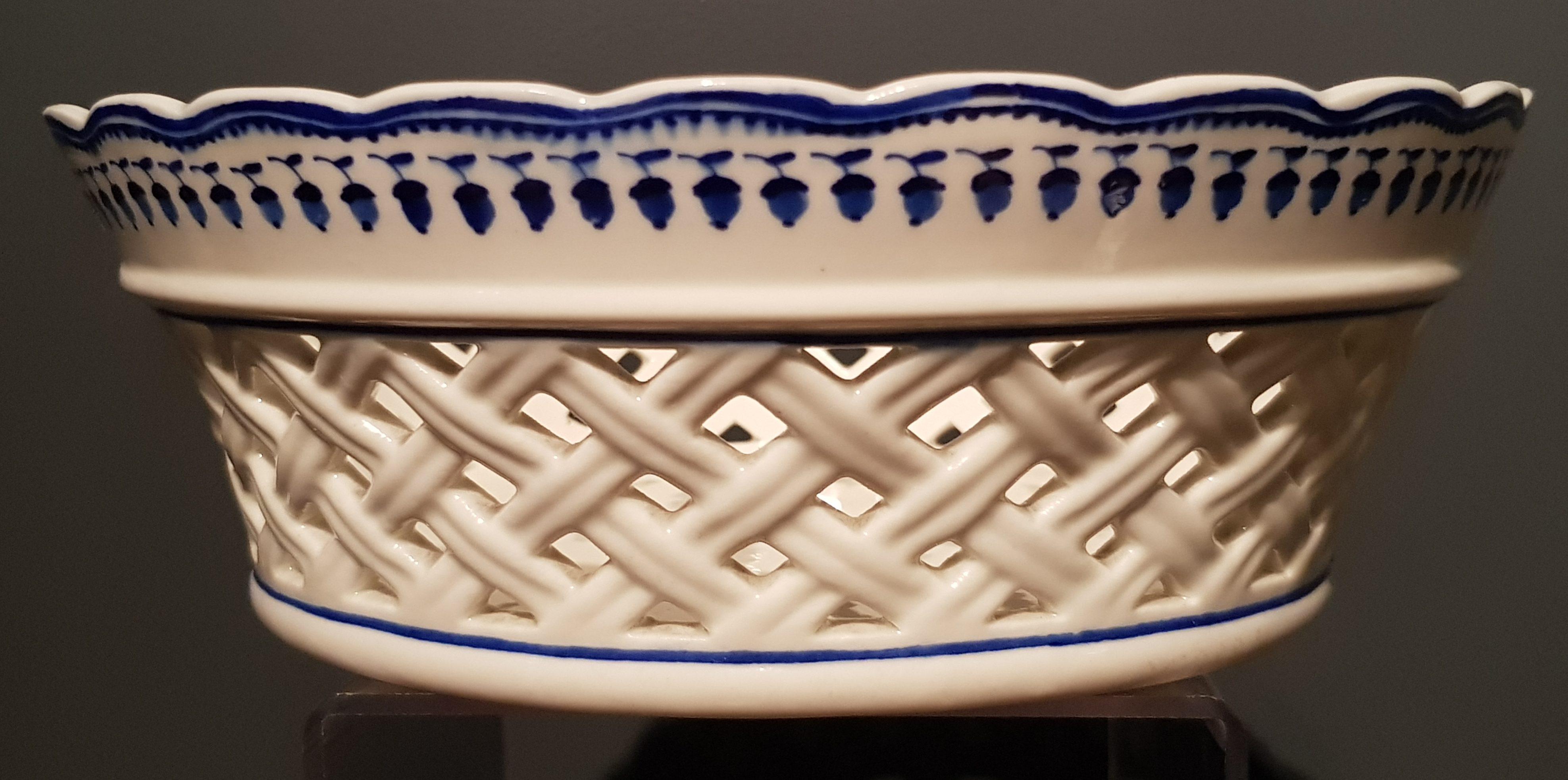 Corbeille ajourée au Gland en Porcelaine de Tournai Image