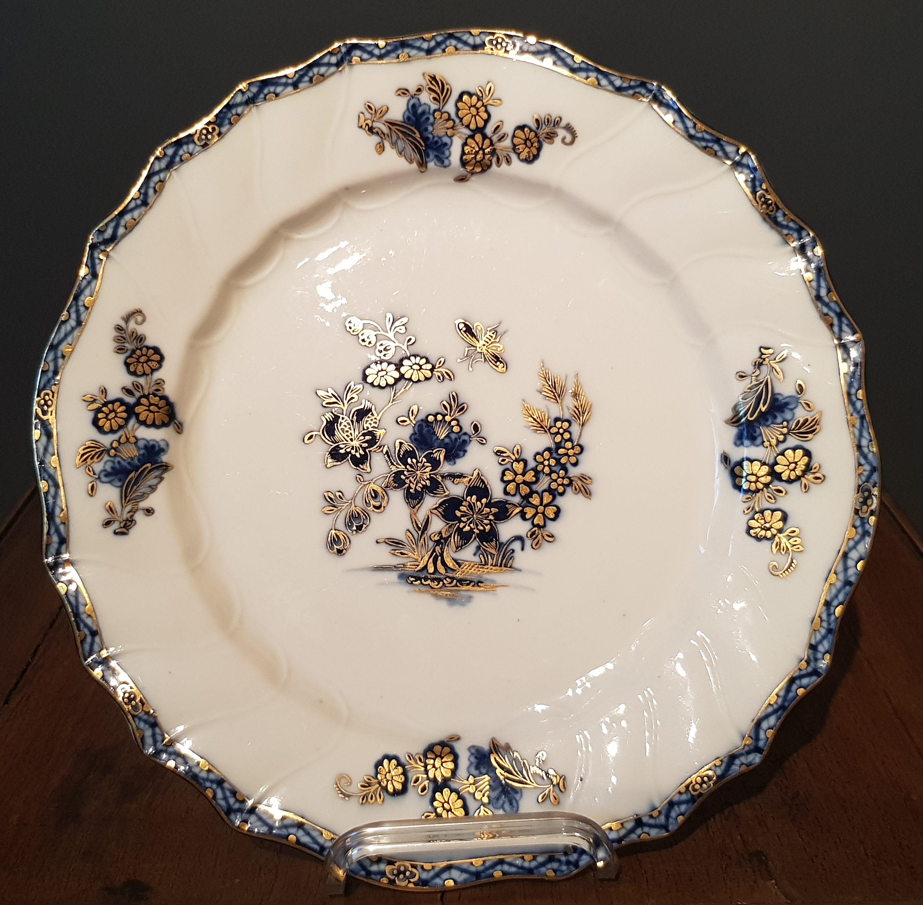 Assiette à la Mouche et Or en Porcelaine de Tournai Image