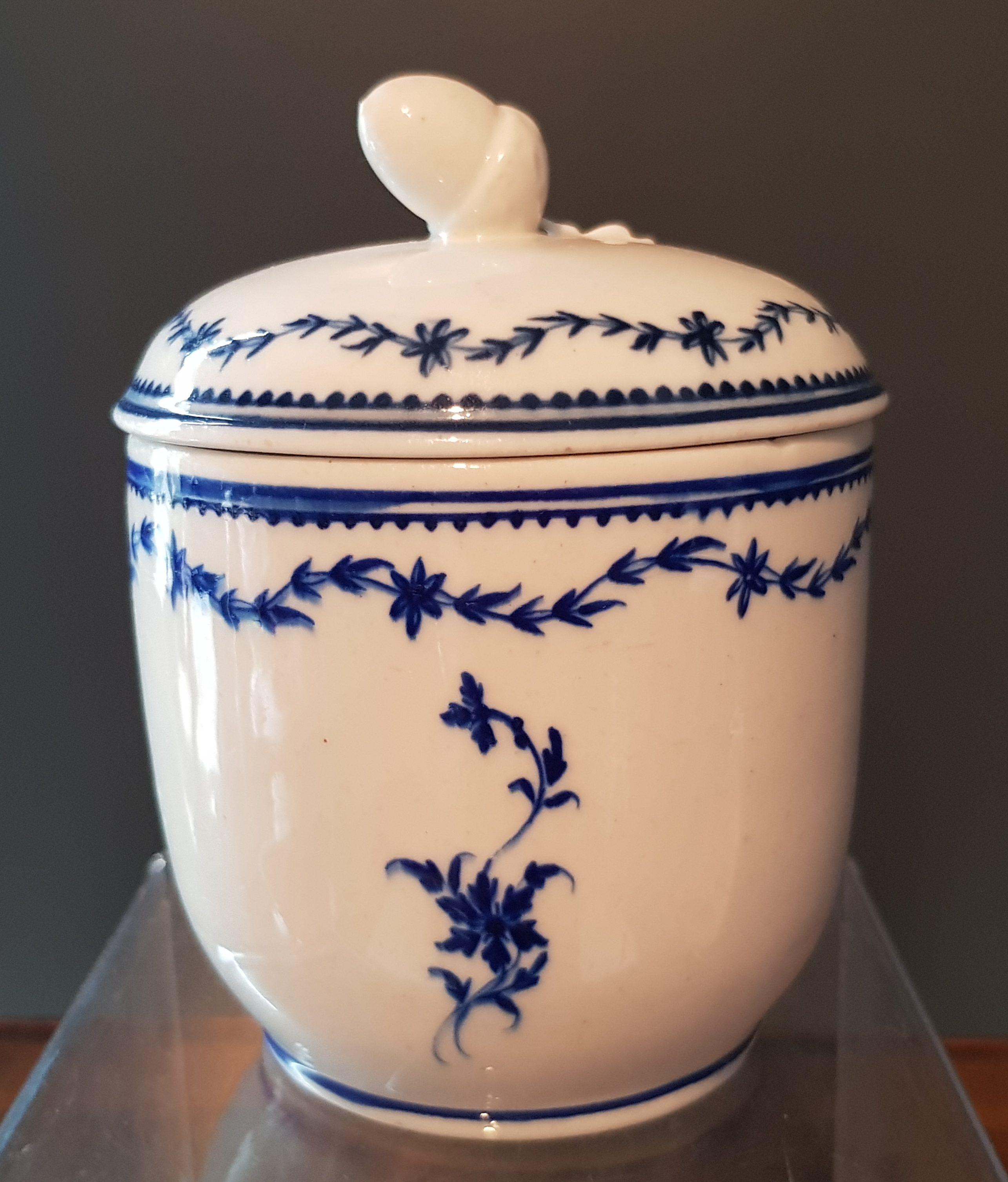 Rare sucrier boule en Porcelaine de Tournai au Laurier Fleuri - 18ème - VENDU Image