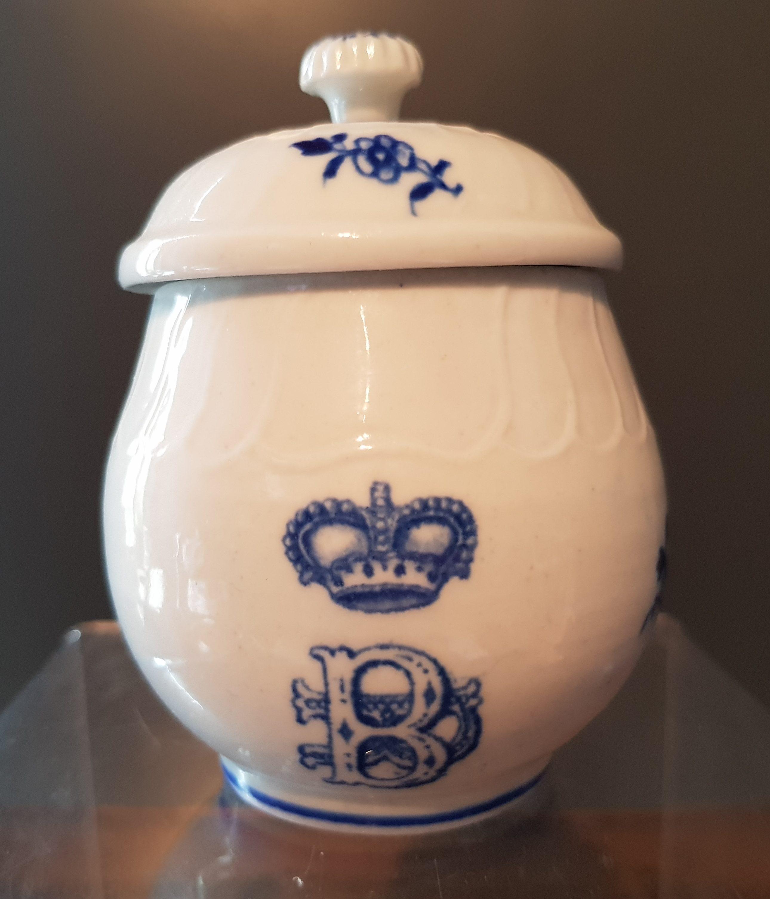 Crémier Boule au Chiffre en Porcelaine de Tournai Image