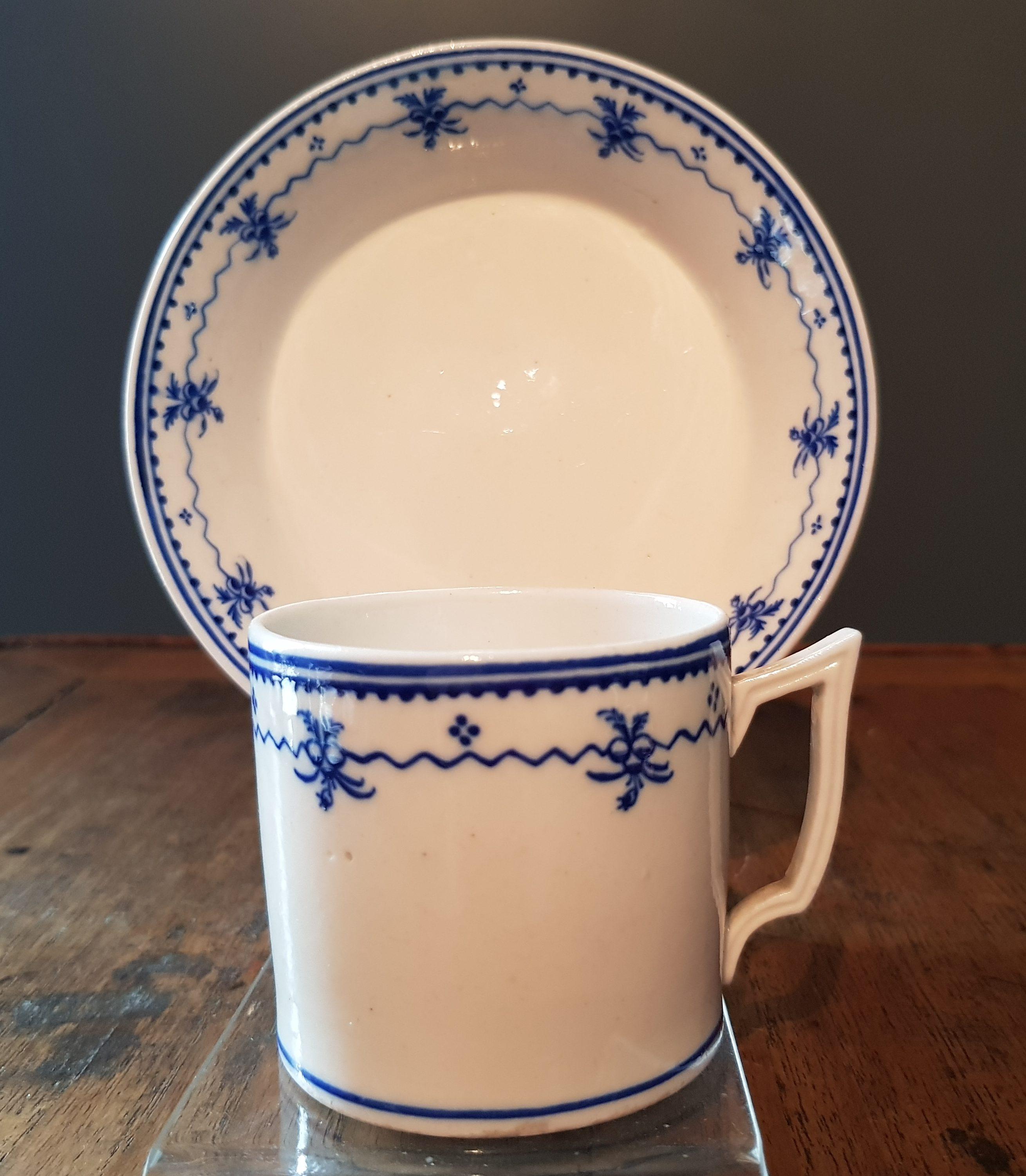 Tasse en Porcelaine de Tournai à la Pensée Droite - Vendu Image