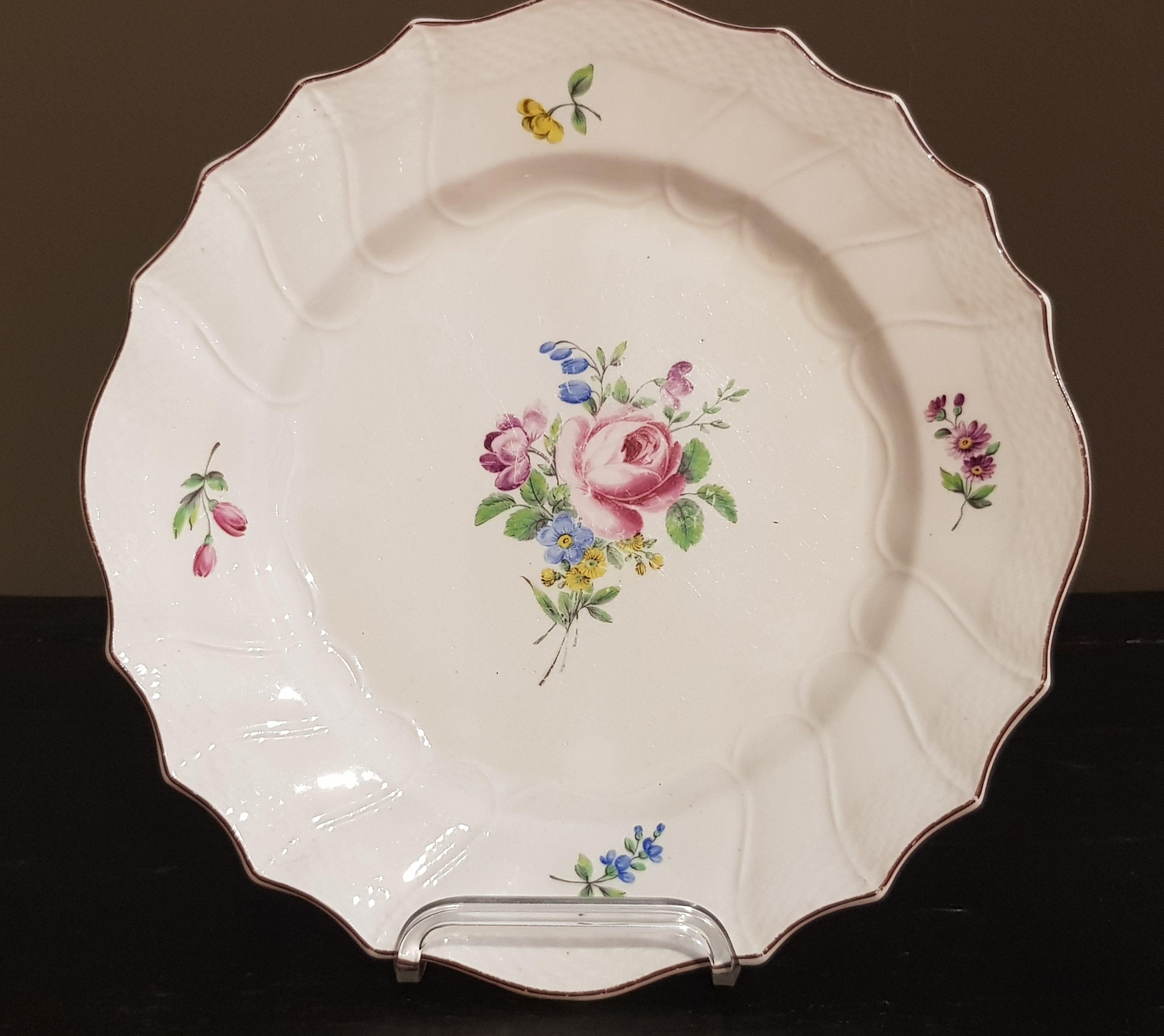 Assiette en Porcelaine de Tournai à fleurs Polychrome Image