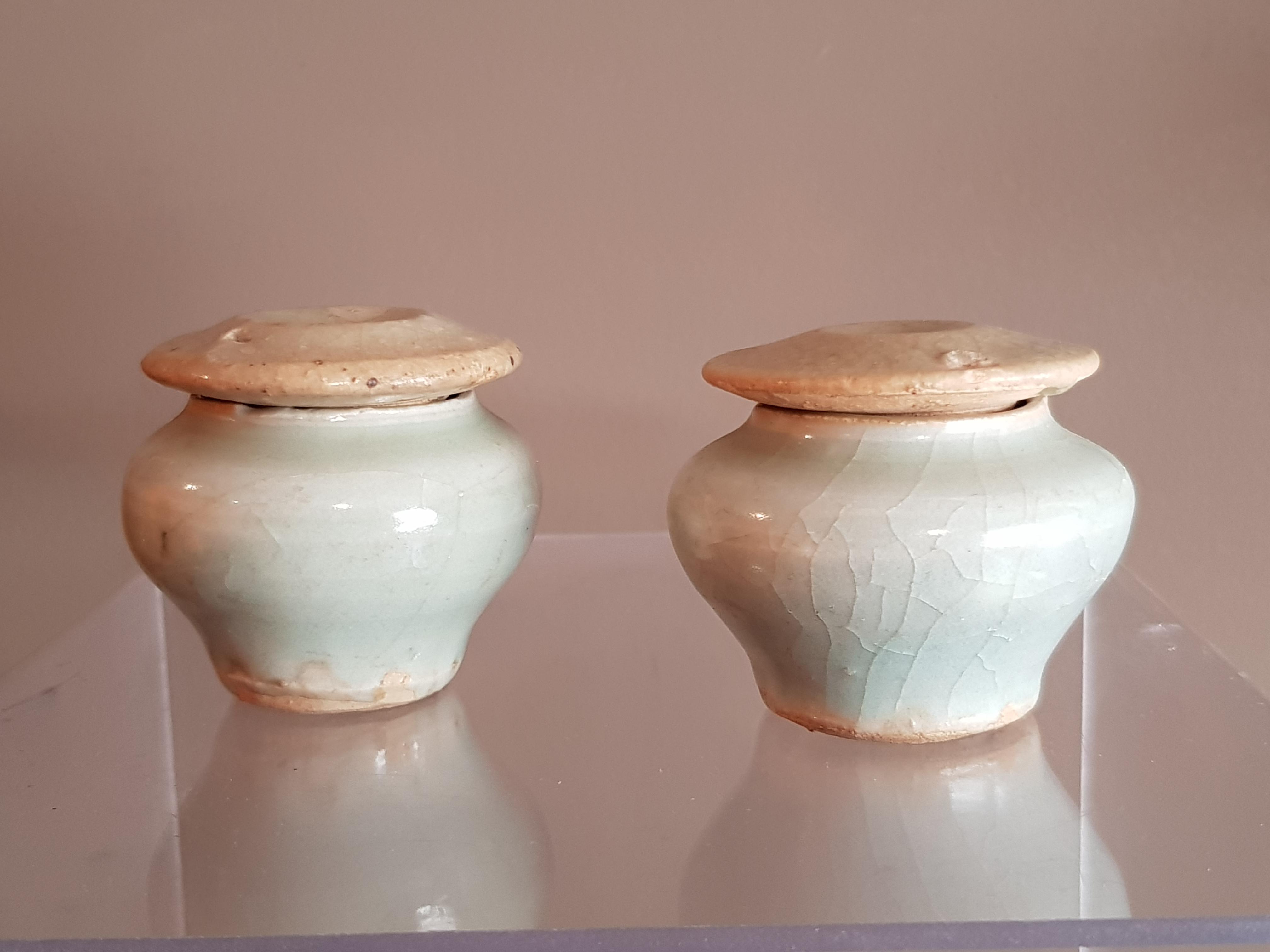 Paire de petites urnes couvertes - Céladon - Dynastie Song - VENDU Image