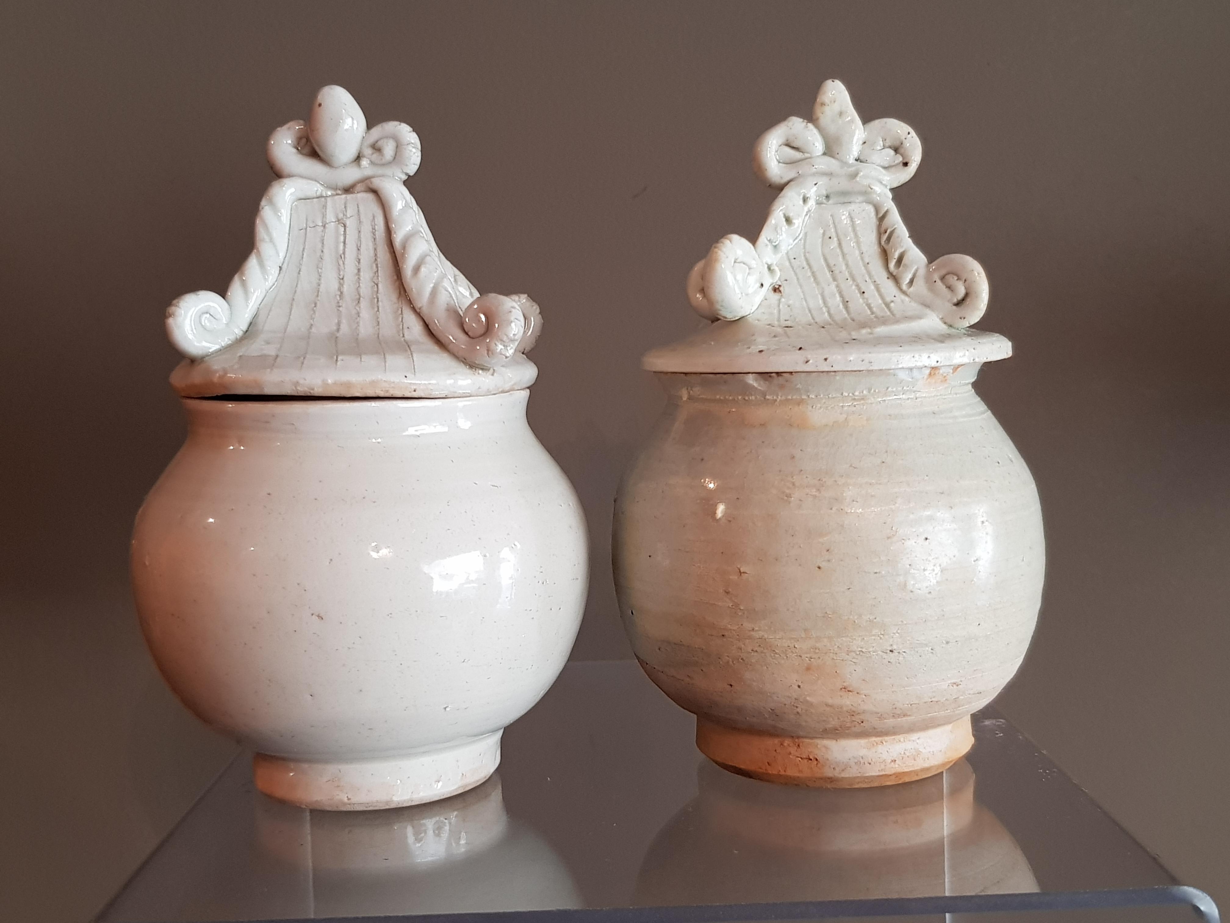 Paire de petites urnes couvertes Céladon - Dynastie Song - VENDU Image