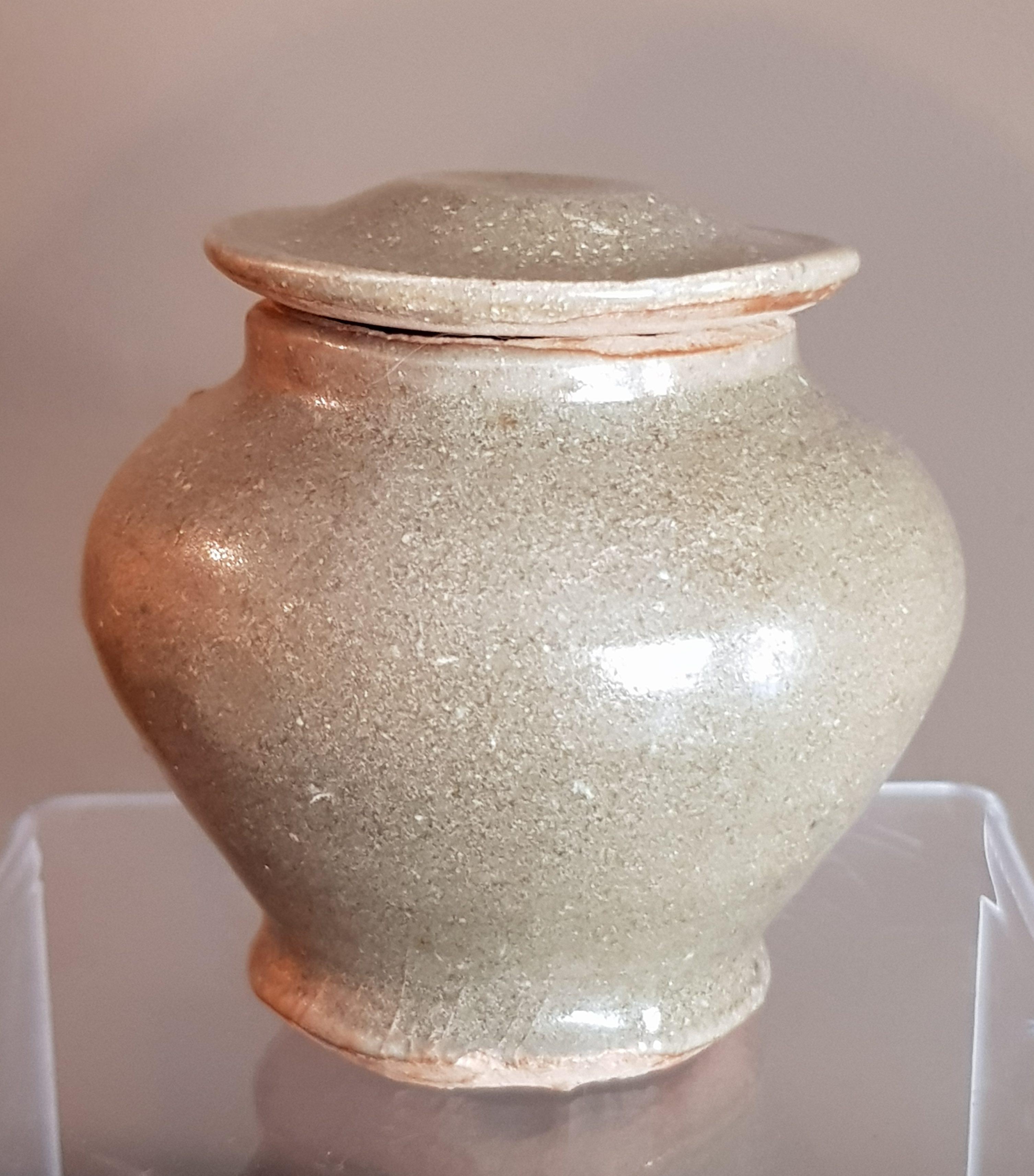 Petite urne Céladon - Dynastie Ming - VENDU Image