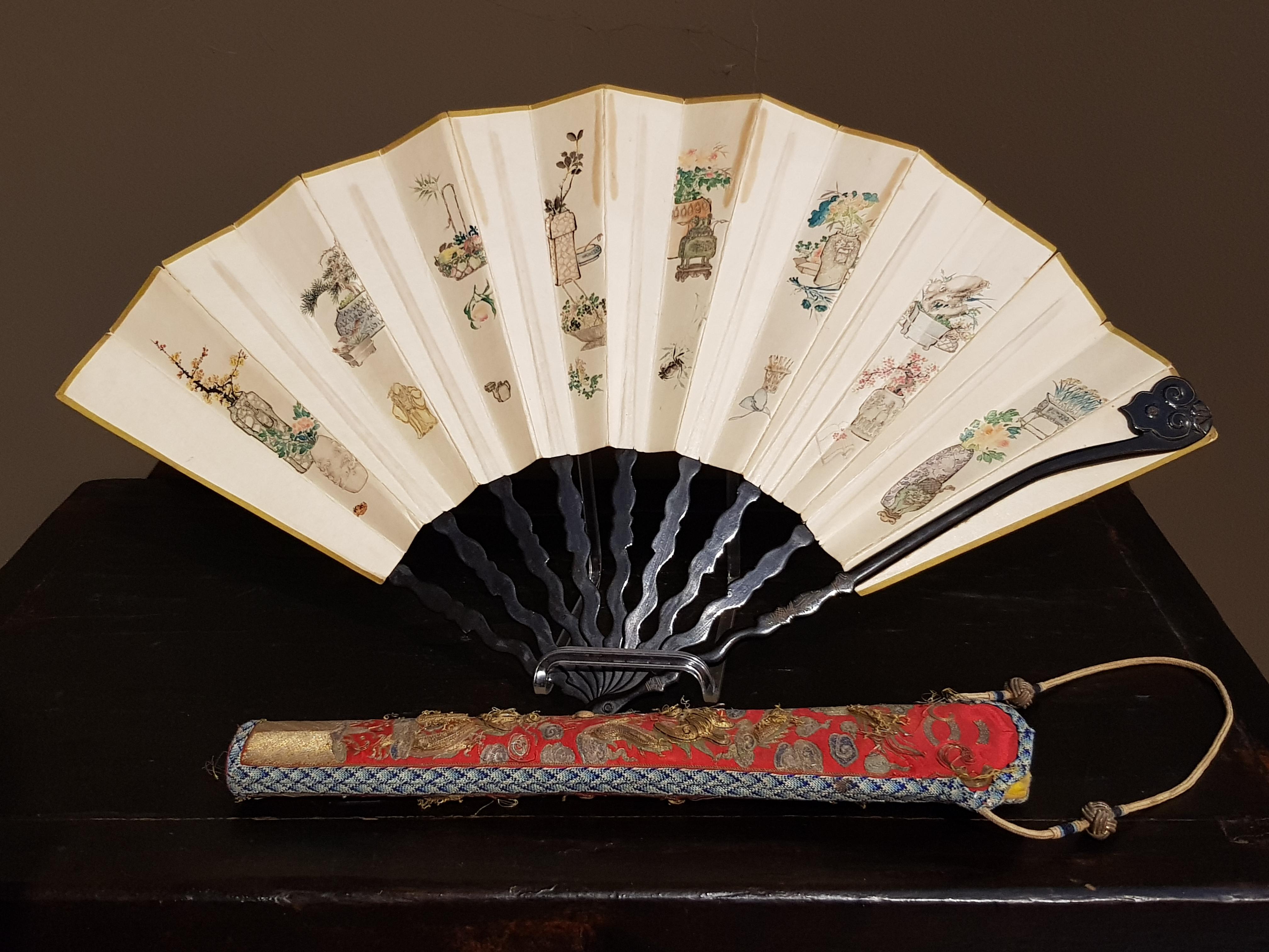 Eventail chinois avec sa pochette. XIXème. Image