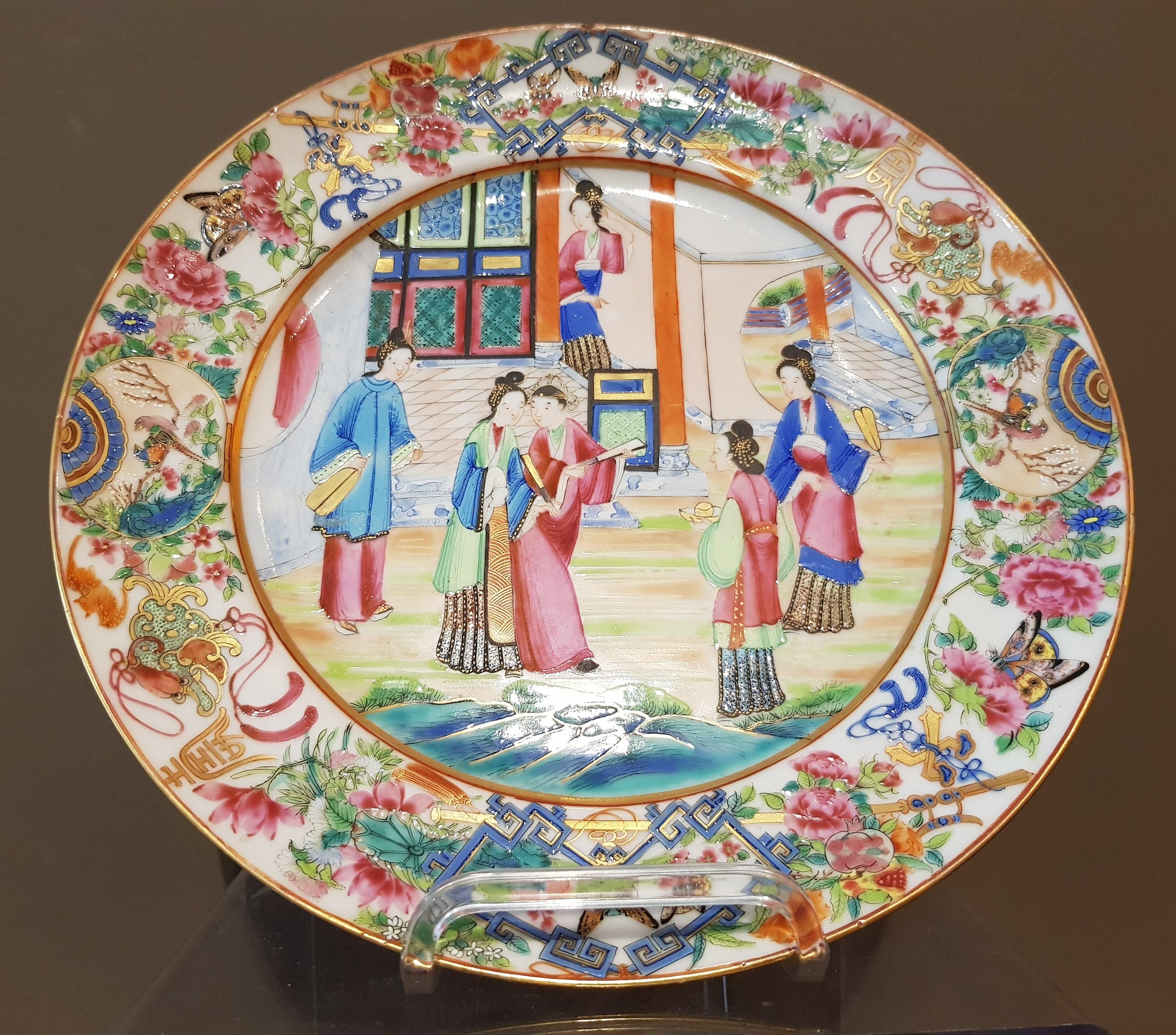 Assiette en porcelaine de Canton - XIXème. - VENDU Image