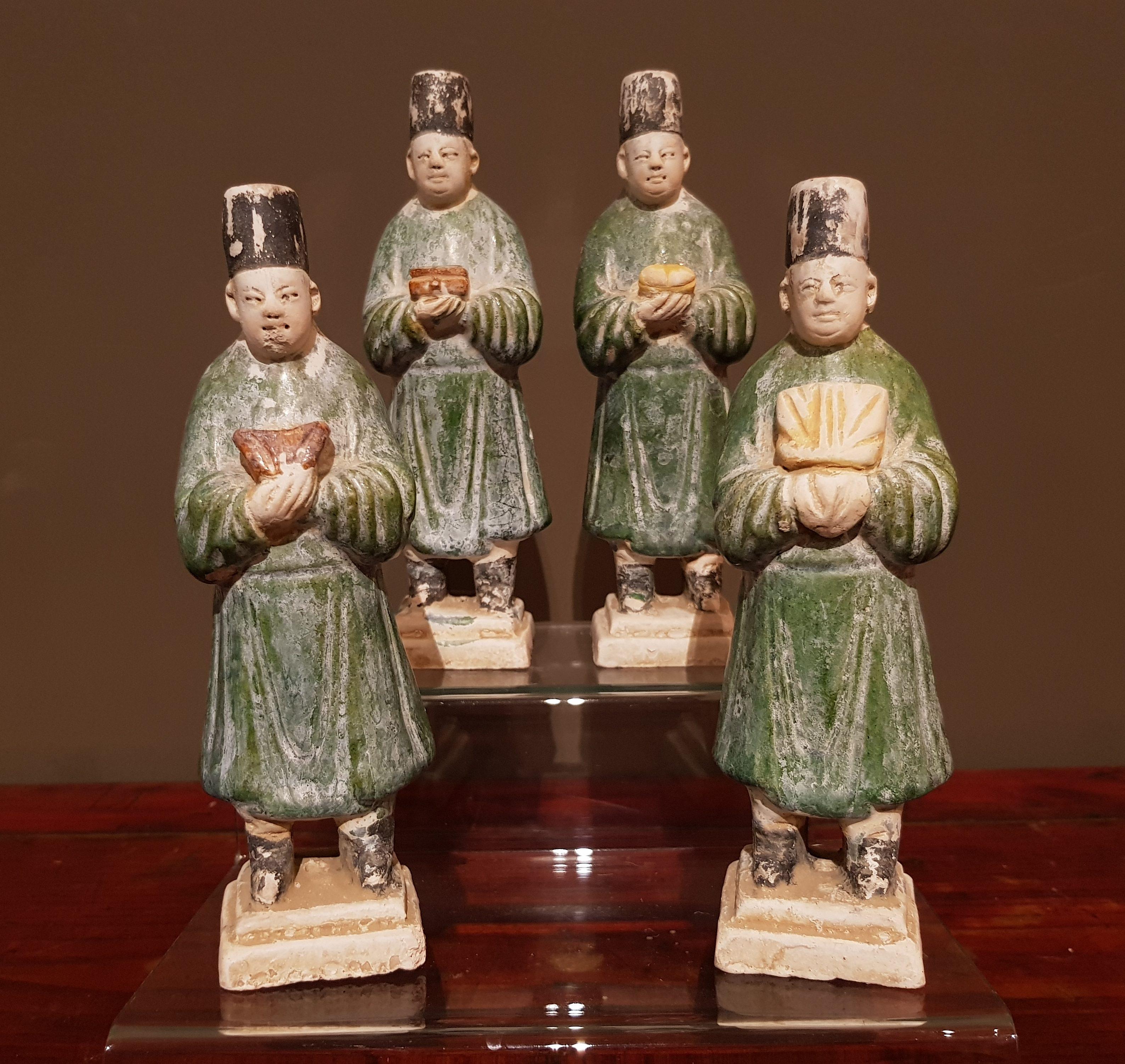 Ensemble de quatre porteurs de présents - Dynastie Ming Image