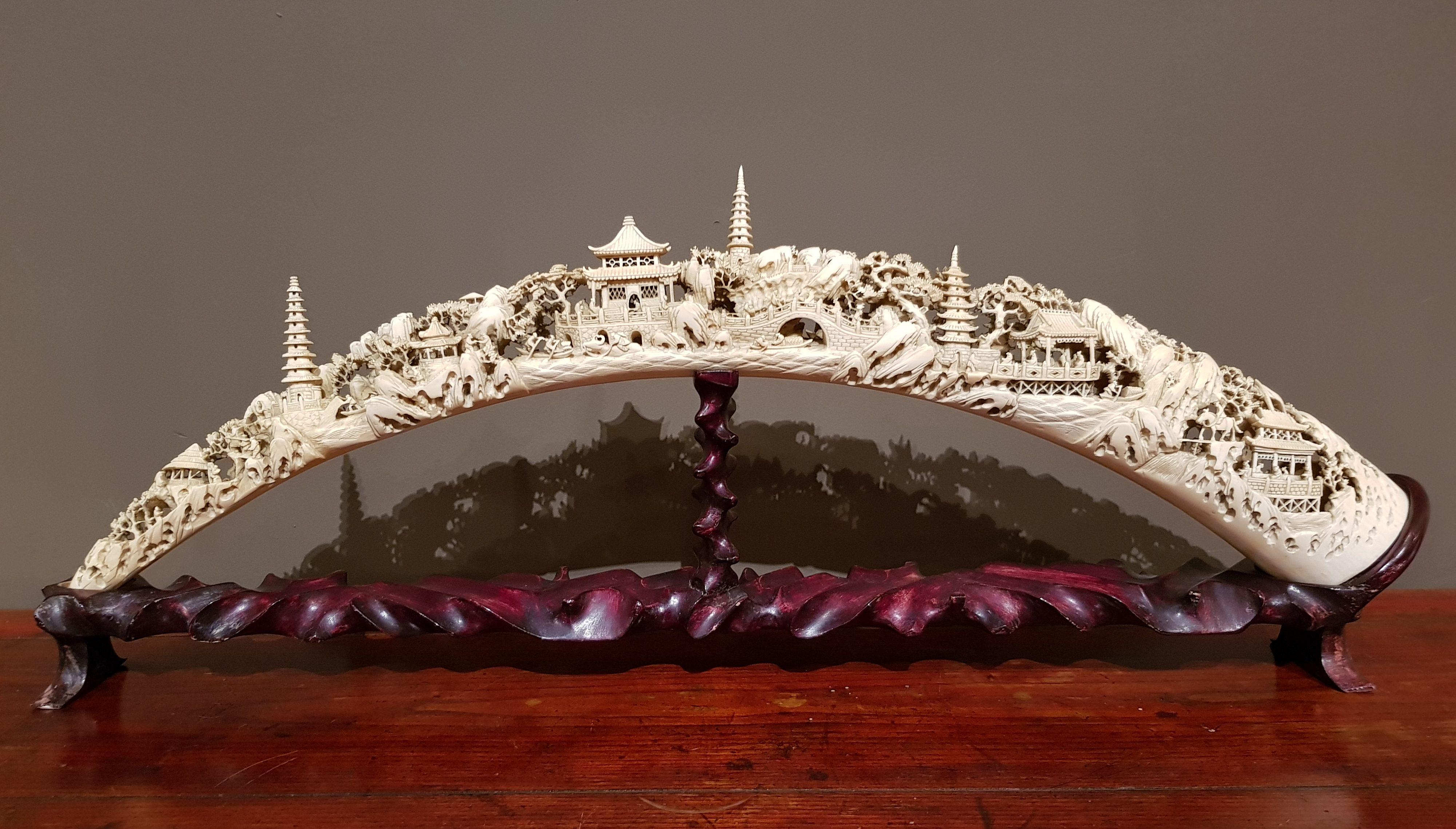 Défense en ivoire finement sculptée - Canton XIXème. Image