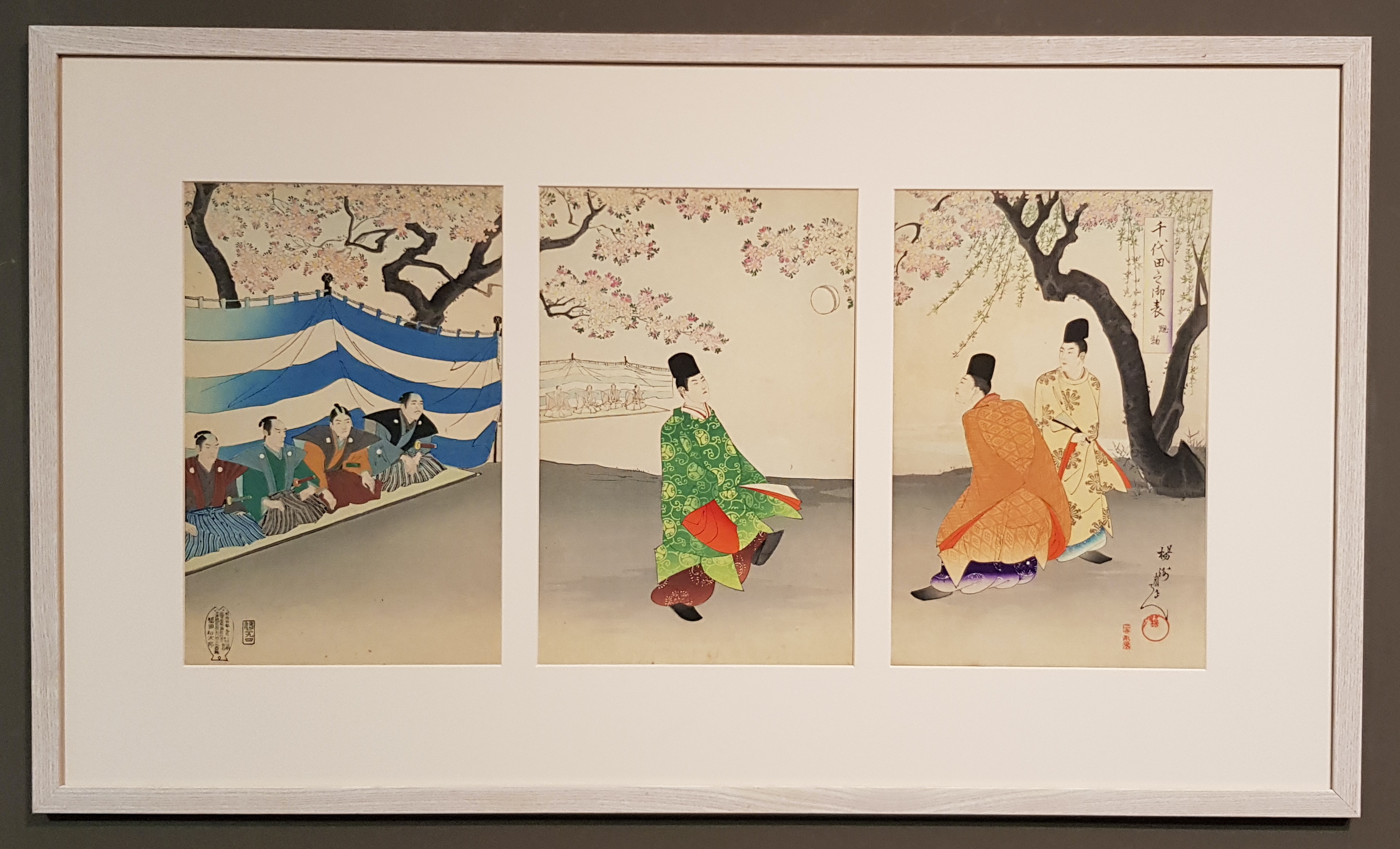 Japon - Estampe Triptyque Chikanobu encadrée - Kemari - Chiyoda no o-omote - 19ème - VENDU Image
